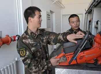 Qing听五一丨退役老兵:回到老部队 再穿战斗服
